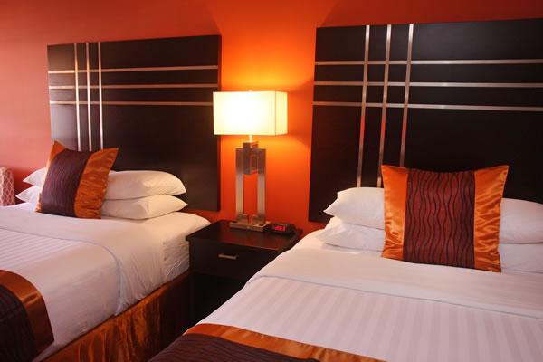 two-queen-bed-room-4