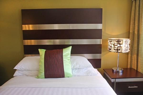 queen-bed-room-2