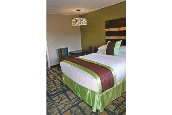 queen-bed-room-3